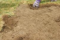 Enda mer gress og røtter fjernes
